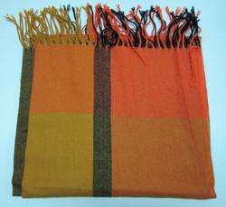 Ảnh số 70: khăn dạ caro - Giá: 100.000