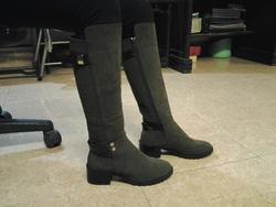 Ảnh số 99: Made in KOREA, da lộn, màu đen, size 37/38, gót 5 phân, ôm chân cực kỳ. - Giá: 1.150.000