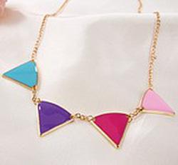 Ảnh số 53: Vòng cổ tam giác - Giá: 30.000