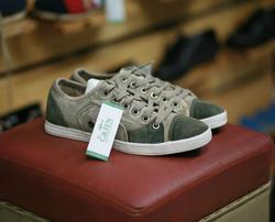 Ảnh số 69: sneaker - Giá: 350.000