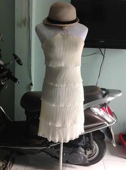 Ảnh số 19: Đầm tầng trắng kem - Giá: 90.000