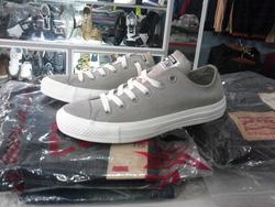 Ảnh số 89: Giày Converse Da lộn.mẫu 2013 - Giá: 800.000