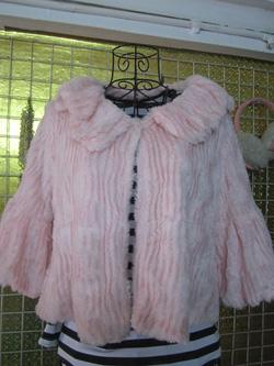Ảnh số 89: Áo khoác lông màu hồng phấn - 50k - Giá: 50.000