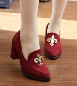 Ảnh số 48: Giày cao gót logo kim loại - Giá: 240.000