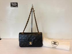 Ảnh số 50: MS 385 Túi Chanel size medium màu đen da lamskin 2 nắp mới 97% giá 55 triệu slae còn 35 triệu đi party em này rất xinh nhé - Giá: 1.000