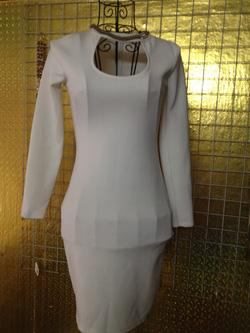 Ảnh số 45: Váy Cotton trắng ôm, co giãn, size S, M, dài tay, dây xích cổ, khoét ngực, mặc tôn dáng, hợp với các nàng cao trên 1m60, dáng đẹp - 190k - Giá: 190.000