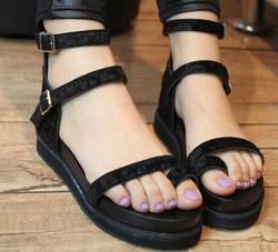 Ảnh số 35: sandal con size 39 - Giá: 300.000