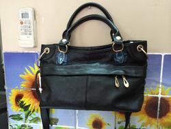 Ảnh số 9: túi da đen - Giá: 1.750.000