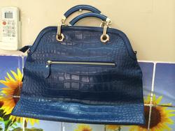 Ảnh số 11: túi da xanh bóng - Giá: 1.350.000