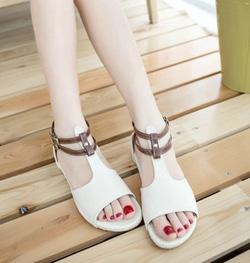 Ảnh số 62: Giày sandals hở mũi 2 dây - Giá: 230.000