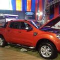 Xe bán tải nhập khẩu Ford Ranger nguyên chiếc 2 cầu 1 cầu số tự động và số sàn màu trắng, đỏ, đen, xanh