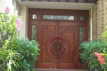 cửa gỗ tự nhiên bền đẹp theo thời gian